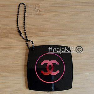 CHANEL Beaute Glossy Black Keychain Mirror HOT PINK Logo
